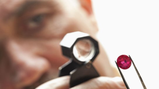 How to Spot the Difference: Rubies and Garnets