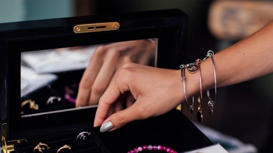 When to Resell Jewelry