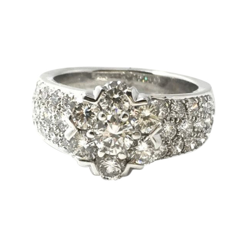 "Image of ""Van Cleef & Arpels 18K White Gold Diamond Large Fleurette Flower Ring"""