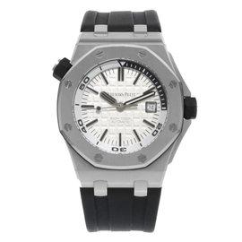 Audemars Piguet Royal Oak 15710ST.OO.A002CA.02 Stainless Steel & Rubber Automatic 42mm Mens Watch