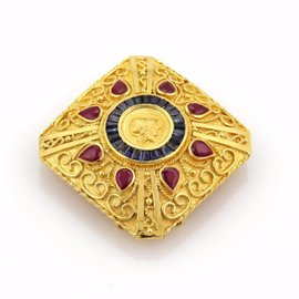18K Yellow Gold 3.5ct Rubies & 1.20ct Sapphire Cameo Brooch