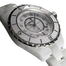 Chanel H1628 White Ceramic Diamond Dial Quartz 33mm Watch