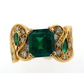 18K Yellow Gold Emerald & Diamond Stylish Wide Ring