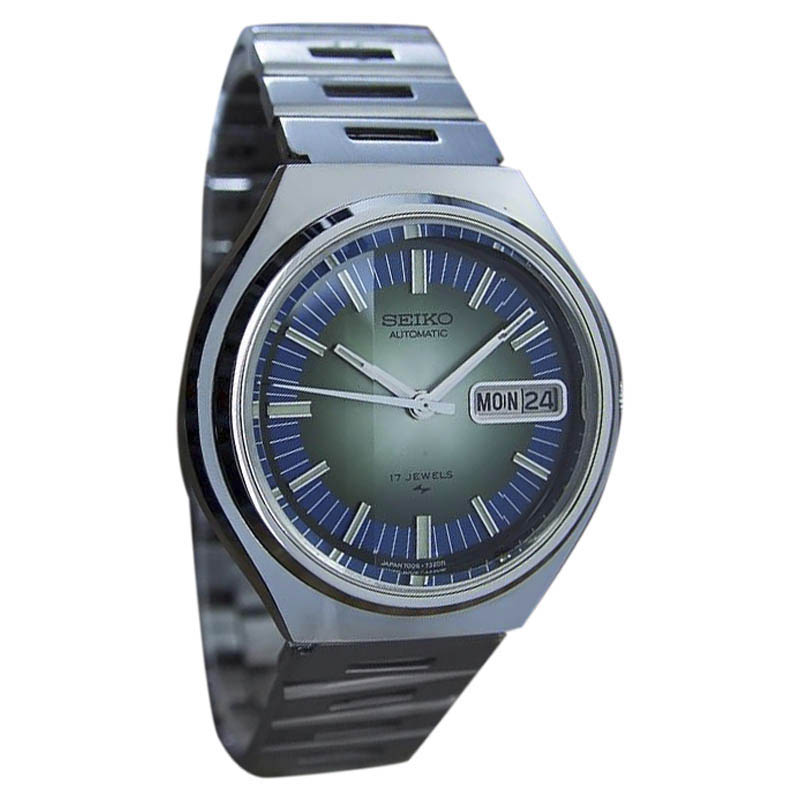 """Image of """"Seiko 7006 7209 Stainless Steel Vintage 38mm Watch"""""""