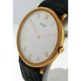 Piaget Classique 18K Yellow Gold Manual Unisex 32mm Watch