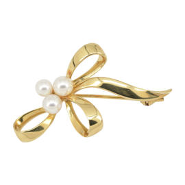 Mikimoto 18K Yellow Gold Pearl Brooch