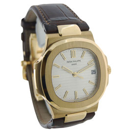 Patek Philippe Nautilus 5711 18K Yellow Gold / Leather 43mm Mens Watch