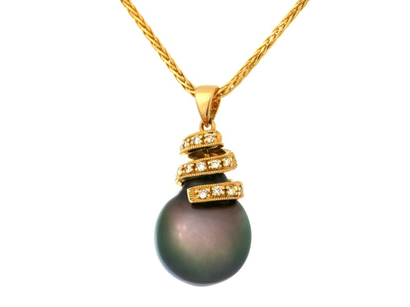 18K Yellow Gold Black Tahitian Pearl & 0.15ct. Diamond Pendant Necklace