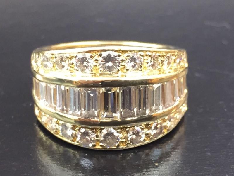 18K Yellow Gold Baguette & Round Diamond Ring