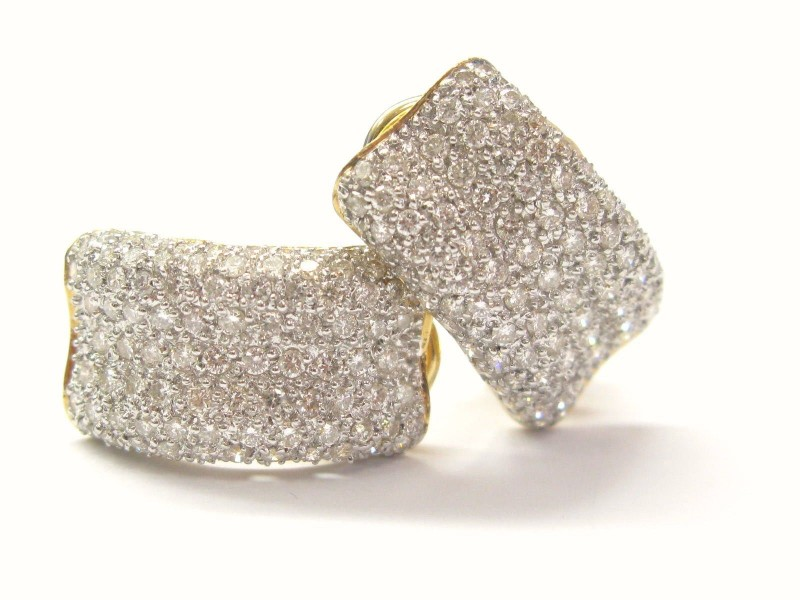 18K Yellow Gold Round Cut Diamond Huggie Earrings