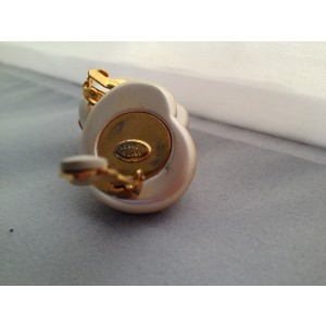Kenneth Lane Shell 2 Tone Faux Shell Clip-On Vintage Earrings