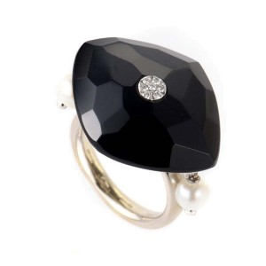 18K White Gold Onyx & Pearl Ring